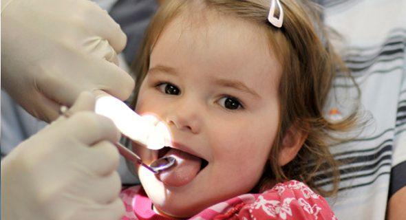 La primera visita al odontopediatra en el primer año de vida
