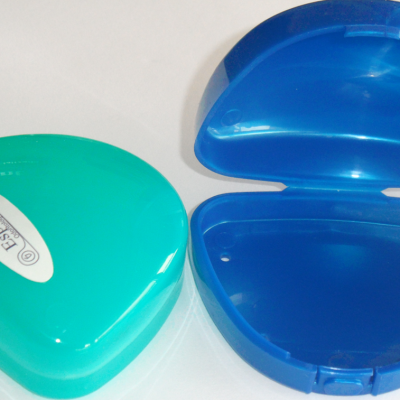 Caja de Retenedores | Clinicas Odontologicas Esplen Dent